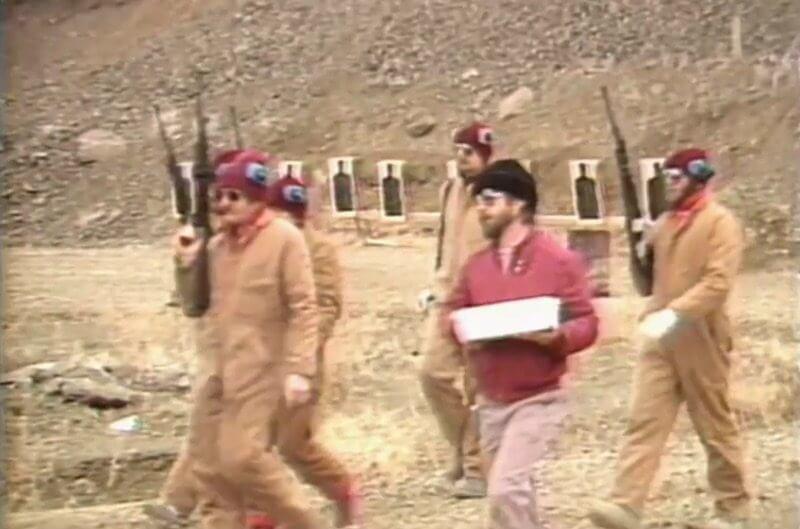Com a facilidade de comprar armas, os Rajneeshees assustavam a todos